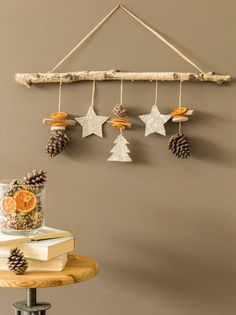 In this DIY tutorial, we will show you how to make Christmas decorations for your home. Christmas Candles, Diy Christmas Ornaments, Homemade Christmas, Christmas Time, Christmas Gifts, Christmas Wreaths, Diy Christmas Decorations For Kids, Diy Crafts For Kids, Wall Decorations