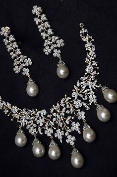Diamond & Pearl Necklace Set #necklacediamonds #beautifuljewelrynecklaces