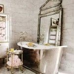 banyoda farkli bir tarz vintage banyo dekorasyonu aksesuar kuvet mobilya vitrifiye ve vintage musluk aksesuar (2)