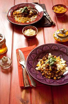 Cordeiro Marroquino | Receita Panelinha:  Viaje pelos sabores do oriente com este prato que mistura cordeiro, grão-de-bico e especiarias, como páprica e canela.