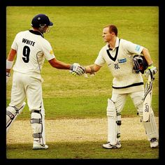 Chris Rogers is congratulated by @Bushrangers skipper @CameronWhite152 on reaching his 56th first-class century #NSWvVIC