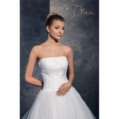 9b3a01f122c3 Krásne svadobné šaty s čipkovaným zvrškom s veľkou tylovou sukňou s vlečkou  Formálne Šaty