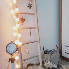 Hübsch dekoriert mit good moods hat die liebe @federleichtes! Vielen Dank für dieses schöne Bild Deiner persönlichen good moods Lichterkette! #goodmoods #stringlights #home #interior #design #leiter #dekoration #lichterkette #licht #living #2017 #january #januar