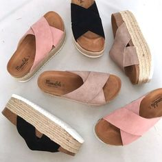 Sandals and sliders are naturally ideal for hot weather and desert conditions. Whatever you're personal style, fashion footwear designers promises to present Trendy Shoes, Cute Shoes, Me Too Shoes, Flat Gladiator Sandals, Bare Foot Sandals, Estilo Hippie, Sandals Outfit, Shoes Sandals, Studded Heels