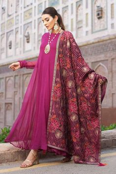 Hence we are here giving you some tips on How to get a perfect and attractive personality! Source by stylostreet dresses indian Source by FashionTipsAndAdvice fashion dresses indian Pakistani Fashion Party Wear, Pakistani Dresses Casual, Pakistani Dress Design, Indian Dresses, Indian Outfits, Indian Fashion, Casual Dresses, Fashion Dresses, Shadi Dresses