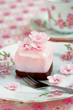 Mini cherry blossom cakes - I like that the bottoms are dipped in chocolate