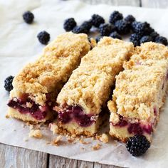 Easy Blackberry Crumble Bars – All food Recipes Blackberry Bars Recipes, Blackberry Crumble, Blackberry Dessert, Blackberry Cheesecake, Just Desserts, Delicious Desserts, Dessert Recipes, Yummy Food, Coconut Sugar Recipes