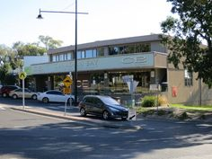 The Canadian Bay Hotel close to the Mount Eliza unit for sale features a lounge bar and restaurant, plus interesting live music.