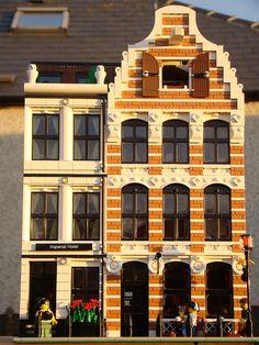 2 Dutch buildings on one 32 x 32 baseplate Home Building Tips, Lego Building, Legos, Casa Lego, Lego Boards, Lego Modular, Lego Room, Cool Lego Creations, Lego Design