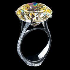18K white gold, yellow diamond, and white diamonds.