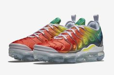 The Nike Air VaporMax Plus Rainbow Drops Next Week          Releasing alongside the Nike Air VaporMax Plus Hyper Blue, here is an official look at the Nike Air VaporMax Plus Rainbow. Dressed for the... http://drwong.live/sneakers/nike-air-vapormax-plus-rainbow-release-date/ Shoes Nike Adidas, Sneakers Nike, Fashion Models, Red Fashion, Runway Fashion, Fashion Shoes, Dope Fashion, Petite Fashion, Fashion Tips