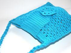 Diese Tasche habe ich aus einem wunderschönen türkisen Baumwollgarn im Muschelmuster gehäkelt. Sie ist praktisch für kleine, feine Sachen und ein echt