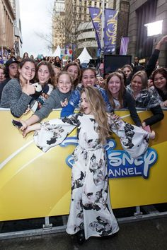 Sabrina carpenter performing on the late late show with james corden sabrina carpenter disney channels fanfest m4hsunfo