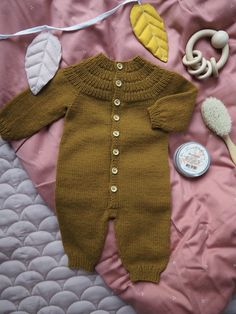 Ankers Heldrakt Baby Knitting Patterns, Baby Patterns, Raglan, Pullover, Baby Barn, Romper Pattern, Baby Vest, Circular Needles, How To Purl Knit