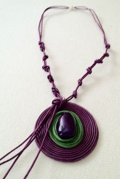 Gabale: Nuevos colores, broche de plata y discos de hilo de algodon / New colors, silver clasps, cotton cord discs.
