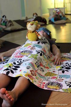 Breathing Buddies <3 Kids Yoga Poses, Yoga For Kids, Exercise For Kids, Preschool Yoga, Yoga Party, Family Yoga, Baby Yoga, Mindfulness For Kids, Learn Yoga
