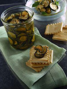 zucchine sott'olio alla menta Veggie Recipes, My Recipes, Italian Recipes, Cooking Recipes, Favorite Recipes, Antipasto, Veggie World, World Recipes, Chutney
