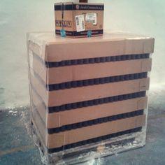 Primer palet de botellas y caja de 10000 chapas