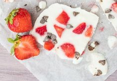 Quick, easy and healthy 3 ingredient snack recipes for kids, teens and adults! The perfect guilt-free treats and desserts! These simple recipes are perfect for weight loss and health. Healthy Treats, Healthy Desserts, Healthy Recipes, Gourmet Recipes, Snack Recipes, Snacks For Work, Frozen Yogurt, Greek Yogurt, Vegan