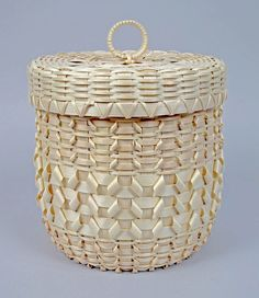 * The Abbe Museum has a nice Flickr portfolio that includes these baskets that I am sharing with you today. Aren't they nice? I love the one shaped like an acorn! Per what I read, some of the…