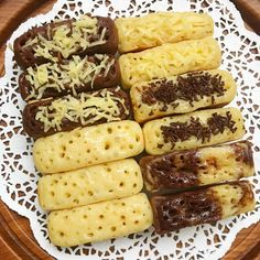 Image may contain: food and indoor Indonesian Desserts, Asian Desserts, Indonesian Food, Sweet Recipes, Cake Recipes, Snack Recipes, Dessert Recipes, Cooking Recipes, Delicious Desserts
