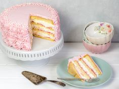 Champagner-Mousse-Torte mit Himbeercurd - http://ofenkieker.de/recipe/champagner-torte-mit-himbeeren-mousse-ohne-einschnee-video/