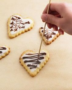 Decorating cookies: the tricks of the baking professionals- Plätzchen verzieren: Die Tricks der Backprofis Decorating cookies: the tricks of baking professionals – BRIGITTE. Butter Chocolate Chip Cookies, Peanut Butter Cookie Recipe, Chocolate Chip Oatmeal, Sugar Cookies Recipe, Baking Cookies, Bolo Cookies And Cream, Cake Mix Cookies, Yummy Cookies, Cookie Recipes From Scratch