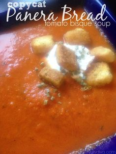 Tomato Recipes Copycat Panera Bread Creamy Tomato Bisque Soup Recipe - one of the best copy cat soup recipes! - Delicious Copy cat Panera Bread Creamy Tomato Bisque Soup Recipe - tastes just like the real deal! Creamy Tomato Bisque Soup Recipe, Tomato Soup Recipes, Panera Bread Creamy Tomato Soup Recipe, Tomato Basil Soup Crockpot, Tomato Basil Bisque, Best Tomato Soup, Cream Of Tomato Soup, Creamy Tomato Basil Soup, Chicken Recipes