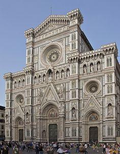La façade de Santa Maria del Fiore, la Cathédrale de Florence.
