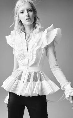 Runway Fashion, High Fashion, Fashion Outfits, Ready To Wear, Textiles, Modern Victorian Fashion, Fashion Design, Clothes, Style