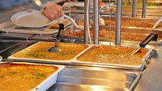 School lunchrooms in Porvoo offer vegetarian options every day and, in a trial this spring, offer youngsters a vegan lunch once a week. Guacamole, Curry, Mexican, Ethnic Recipes, Food, Curries, Essen, Meals, Yemek