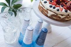 Tiskivuoren emäntä teki juhannuksen kunniaksi upean täytekakun, ja nosti kakun kaveriksi juhlapöytään kauniit Spring Aqua Premium -designvesipullot. Katso kesäinen resepti blogista! Herkullista juhannusta!
