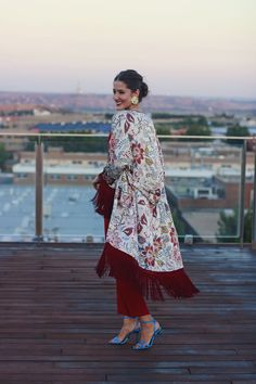 24 Boho Fashion Ideas For Ending Your Winter – New York Fashion New Trends Kimono Fashion, Boho Fashion, Girl Fashion, Fashion Dresses, Fashion Blogger Style, Eid Outfits, Dress Outfits, Dress Shoes, Shoes Heels