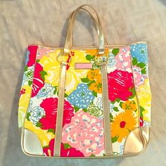 Lilly Pulitzer Purse Lilly Pulitzer purse in great condition Lilly Pulitzer Bags Shoulder Bags