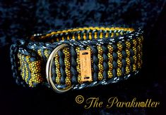 """Adjustable Dog Collar """"Pepper"""" with Reflectable stitch on the outside. Paracord Weaves, Paracord Braids, Paracord Supplies, Paracord Projects, Bracelet Knots, Paracord Bracelets, Knot Braid, Tie Knots, Dog Accessories"""