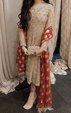 22 Indian Wedding Dresses Ideas: Latest Indian Wedding Outfits - Page 2 of 2 - WeddingIncludes Shadi Dresses, Pakistani Formal Dresses, Pakistani Fashion Casual, Pakistani Wedding Outfits, Pakistani Dress Design, Indian Dresses, Indian Outfits, Bridal Outfits, Fancy Wedding Dresses