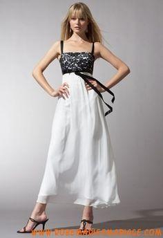 Robe blanche dentelle ceinture noire