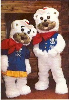 Calgaryn talviolympialaisten 1988 maskotit, jotka molemmat kuvastavat Länsi-Kanadalaista huomaavaisuutta.