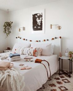 25 Cozy Bedroom Decor Ideas that Add Style & Flair to Your Home - The Trending House Bedroom Themes, Bedroom Colors, Bedroom Decor, Bedroom Ideas, Design Bedroom, Dream Rooms, Dream Bedroom, Grey Interior Doors, Boho Stil
