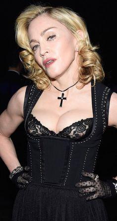 BIUST 56-letniej Madonny! Widać jej SUTKI?!(ZDJĘCIA)