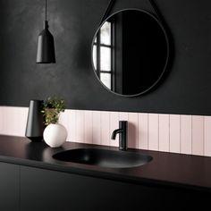 Silhouet Touchless er en ny type berøringsfrie vandhaner, der er udviklet specielt til brug i hjemmet. Stilren, praktisk og hygiejnisk fordi du aldrig behøver røre vandhanen med beskidte hænder. Du kan nemt regulere temperatur og flow, alt efter om du skal vaske hænder, børste tænder, barbere dig eller have en tår koldt vand. Det er også nemt at slukke helt, når vasken skal gøres ren. Bad Inspiration, Bathroom Inspiration, Interior Inspiration, Kitchen Taps, Kitchen And Bath, Best Bathroom Flooring, Large Bathrooms, My New Room, Cool Lighting