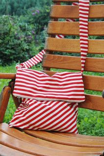 """How about a new bag? :) I have a suggestion: the shoulder bag """"Karina""""! Diy Simple, Simple Bags, Diy Craft Projects, Diy And Crafts, Sewing Projects, Textiles, Clothes Crafts, New Bag, Needle And Thread"""