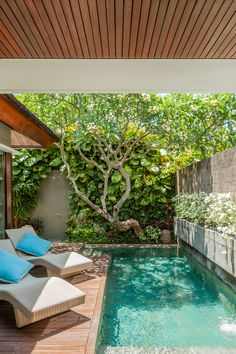 Bali Mandira – When traditional and modern architecture intertwine - Bali Mandira is a very traditional hotel in the best of ways, like a Balinese Eden next to the bea - Backyard Pool Designs, Backyard Garden Design, Swimming Pools Backyard, Small Backyard Landscaping, Backyard Ideas, Small Swimming Pools, Lap Pools, Indoor Pools, Pool Decks