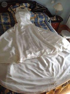 . Vendo vestido novia talla 42 color champán raso satinado......se regalan complementos para el pelo.