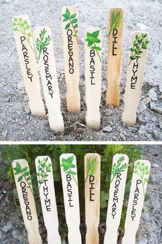 Un orto che si rispetti non può fare a meno delle etichette che indicano quello che state coltivando, dove e perché. Che siano di legno, di latta, di ceramica o di qualsiasi altro materiale, non im…