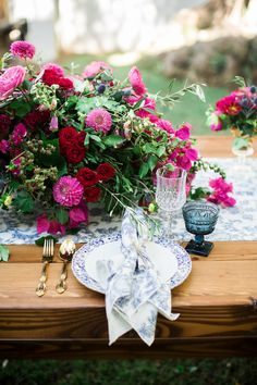 Get Spanish wedding inspiration with bold bougainvillea, traditional Spanish tiles + cobalt blue Mexican ceramics. Spanish Style Weddings, Spanish Wedding, Wedding Flower Guide, Wedding Flowers, Bougainvillea Wedding, Wedding Table Decorations, Floral Centerpieces, Table Centerpieces, Blue Wedding