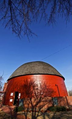 Twenty years after its restoration, the historic Round Barn in Arcadia celebrates its heritage and vibrant future. The neighboring POPS diner is part of the reason to celebrate. Route 66 Oklahoma, Oklahoma City, Barns Sheds, Old Barns, Old Buildings, Covered Bridges, 20th Anniversary, Old Houses, Farms