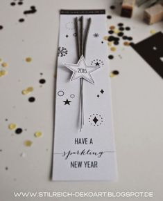 new years eve - free printable Nicht nur eine schöne Idee als Gru.new years eve - free printable Not only a nice idea as a greeting card, but also as a table card for the New Year's Eve dinner. Christmas And New Year, Christmas Wedding, Christmas Cards, Modern Christmas, Happy New Year Gift, New Year Gifts, Party Fiesta, Festa Party, New Years Eve Dinner
