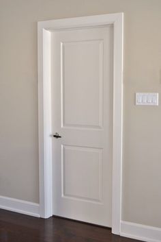 Door and trim colour (not door style) Interior Door Trim, Door Design Interior, Bathroom Interior, Wooden Door Design, Wooden Doors, Paint Colors For Home, House Colors, Flur Design, Door Molding