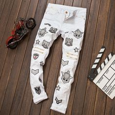 45.00$  Buy here - http://aliowv.worldwells.pw/go.php?t=32706582248 - Hot 2016 New fashion white men jeans ripped biker pants, European and American Bar DJ style jeans male Badge Zipper trouser 45.00$